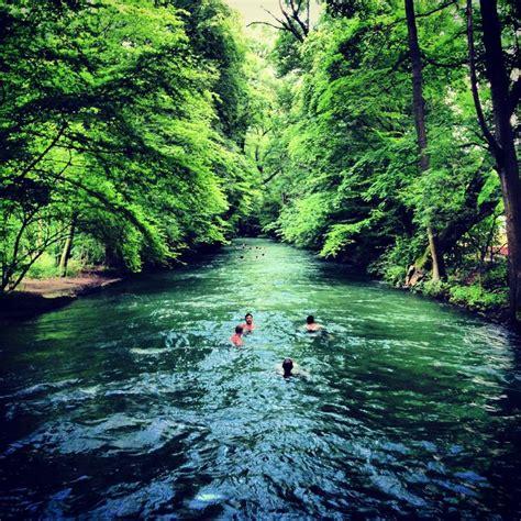 Englischer Garten München Fluss by Eisbach In M 252 Nchen M 252 Nchen Schwimmen