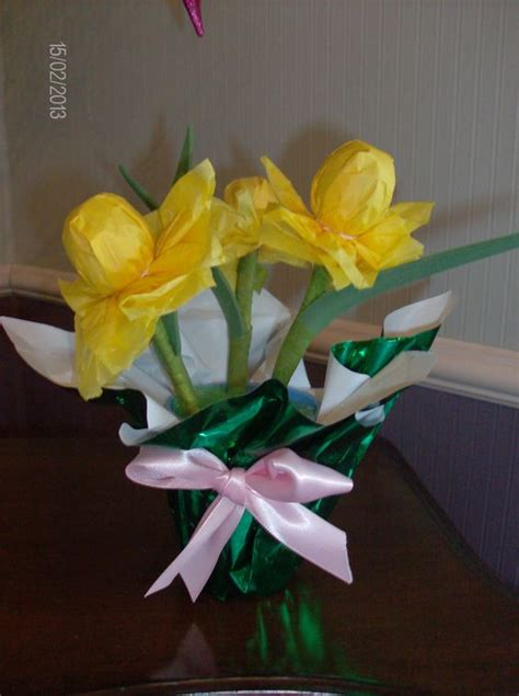 paper crafts for seniors daffodils made from tootsie pops tissue paper and