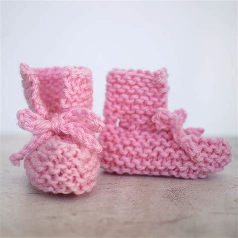 easy baby booties knitting pattern free easy tie front baby booties free knitting pattern