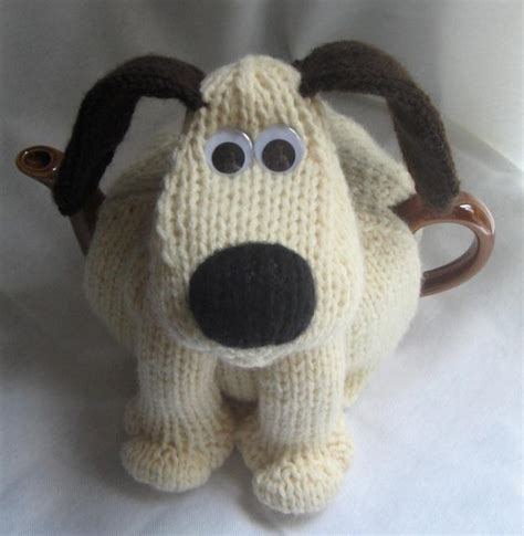tea cozy knit teapot cozy pattern that looks like gromit giftables to