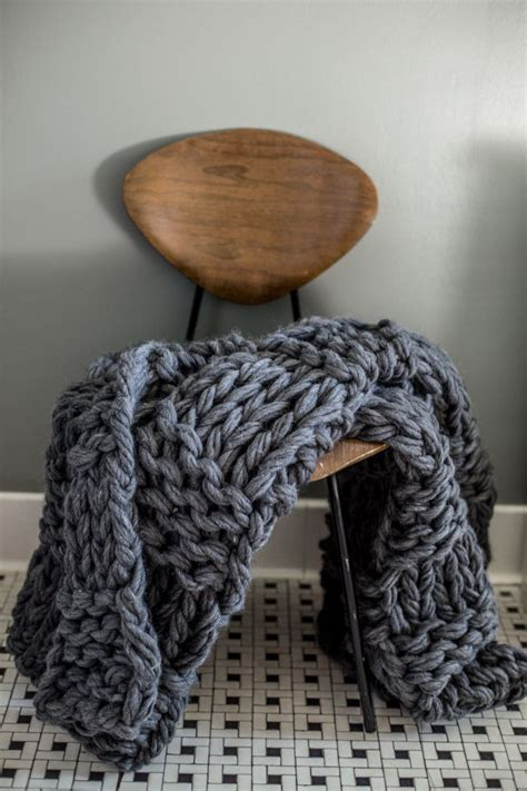 things to arm knit 25 best ideas about arm knit blankets on arm
