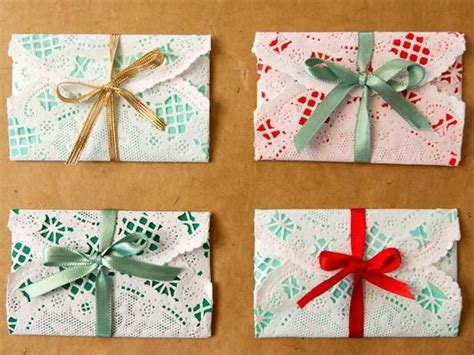 a clever way to wrap gift cards diy holidays