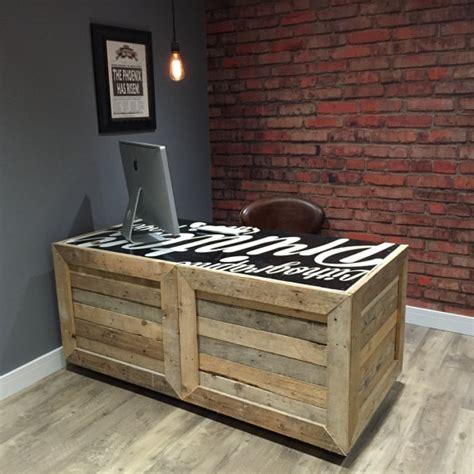 Pallet Kitchen Island bureau bois de palettes r 233 cup 233 r 233 es avec des roulettes
