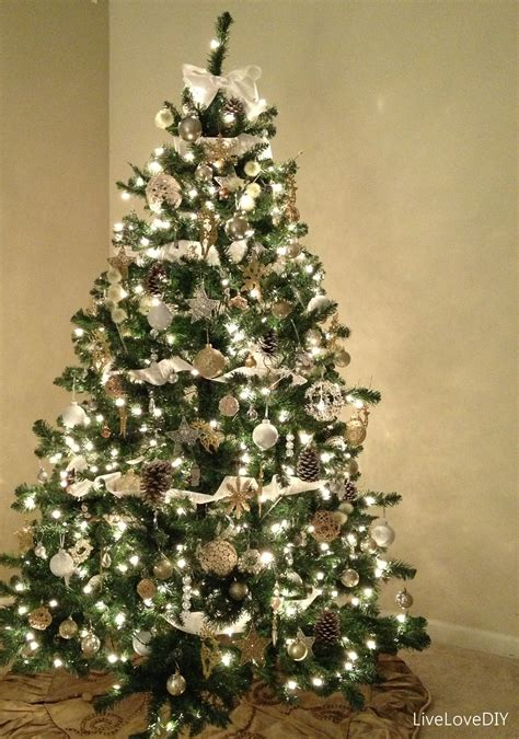 tree with lights and decorations tree topper ideas 10844