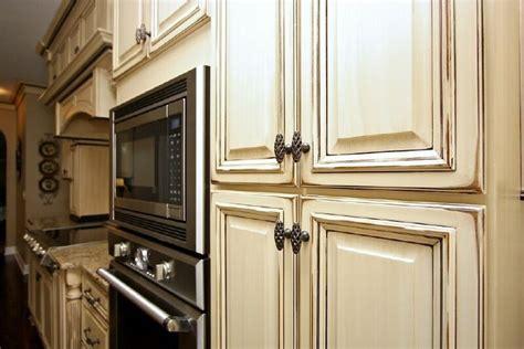antique glaze kitchen cabinets antique glazed cabinets antique glazed kitchen cabinets