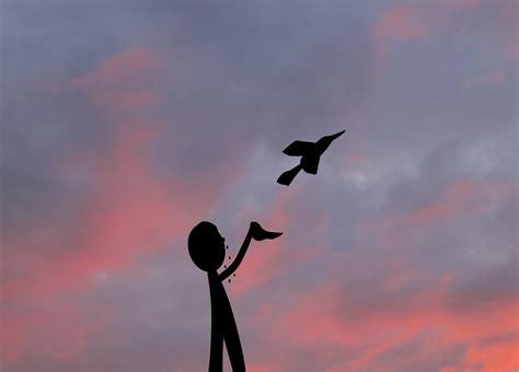 petits dessins encre amis un oiseau s envole un homme le regarde