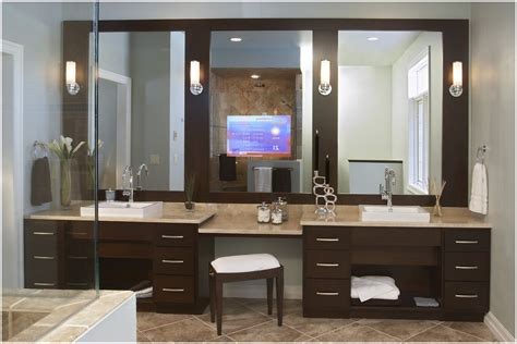 vanities with dressing table in the bathroom