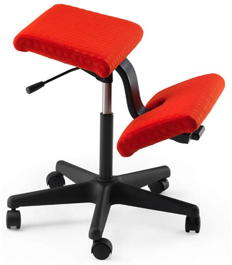 varier wing kneeling chair back in action