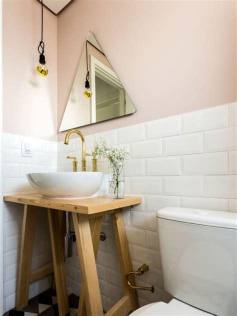 Toilet Metrotegels by Toilet Met Roze Muren Witte Metrotegels En Grafische