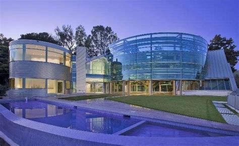 justin bieber into 60k month glass house mansion