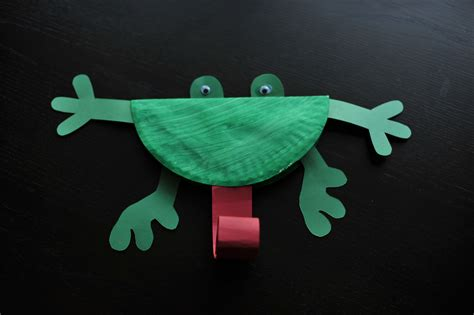 paper plate frog craft paper plate frog mommyapolis