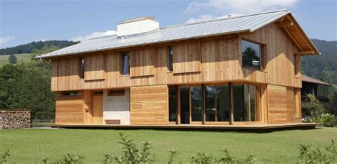 maison bois traditionnelle avec int 233 rieur en b 233 ton en allemagne construire tendance