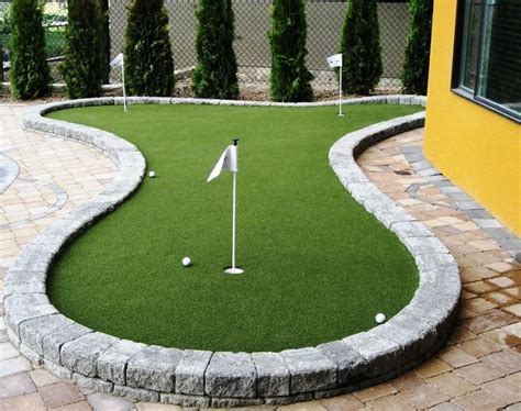 putting greens backyard best 25 backyard putting green ideas on