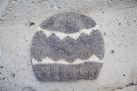 knitting a hat with pointed needles pattern using fixed circular vs pointed knitting needles