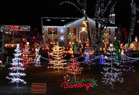 home light displays file lights house display jpg wikimedia commons