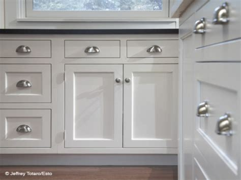 kitchen drawer cabinet images of white kitchen cabinets with pulls and knobs