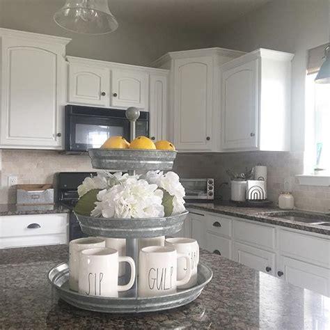 white kitchen decor 25 best ideas about white farmhouse kitchens on