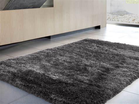 comment nettoyer un tapis shaggy tapis peau de mouton la redoute intrieurs with comment