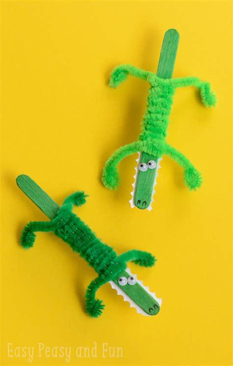 crocodile craft for craft stick crocodile craft easy peasy and