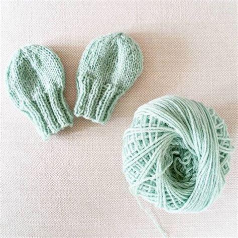 mitten knitting pattern for beginners knit baby mittens free beginner pattern simplymaggie