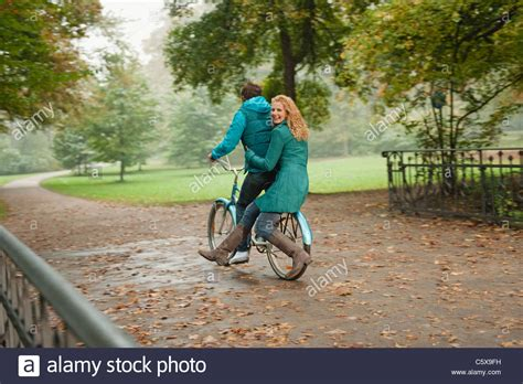 Englischer Garten München Reiten by Deutschland Bayern M 252 Nchen Englischer Garten Paar