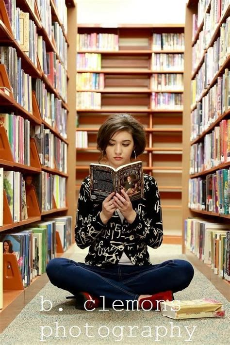 senior pictures with books 1000 ideas about senior pictures books on