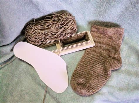how to loom knit socks the loom muse how to loom knit a basic sock to fit