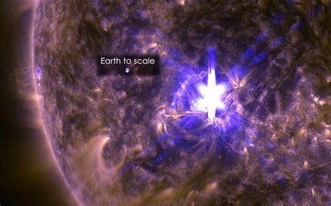 solar flares northern lights nasa captures solar flare may lify northern