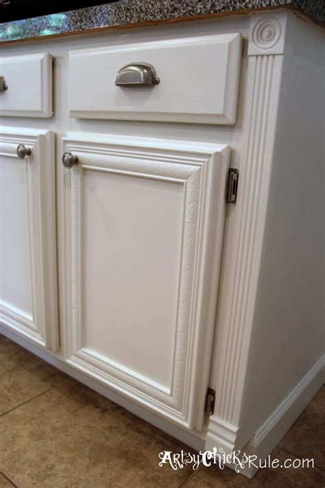 chalk paint on kitchen cabinets we had to do a more handiwork to get the
