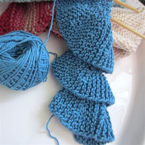 crochet or knit which is easier trying my at row knitting spiral scarf