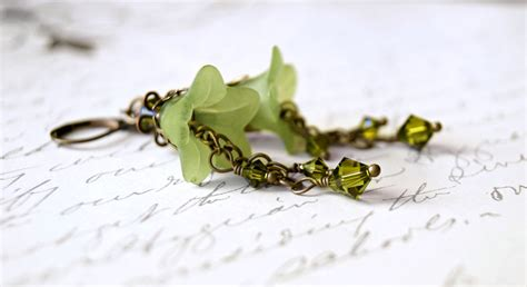 lucite flower apple green lucite flower earrings sahetah s jewelry