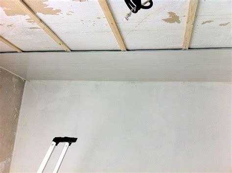 r 233 novation de notre maison 224 faches thumesnil d 233 but de la pose des lambris pvc au plafond de la