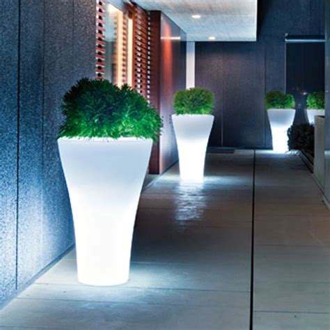 Gardener S Supply Company Solar Illuminated Planter Serralunga Ming Illuminated Outdoor Planter Lighted