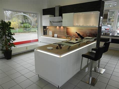 küchen mit theke 3194 nolte musterk 252 che grifflose l k 252 che in wei 223 hochglanz mit