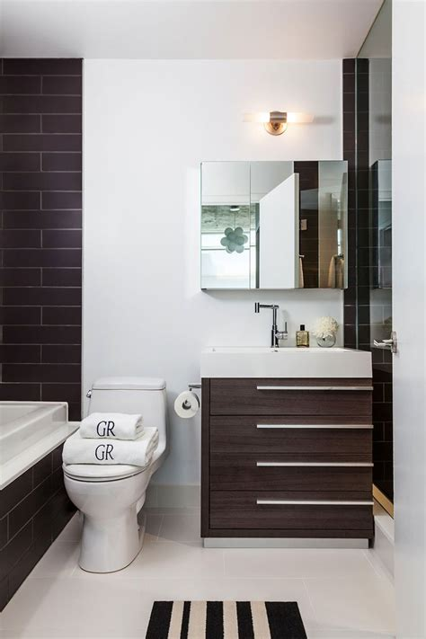 modern bathroom designs for small bathrooms 17 best ideas about modern small bathrooms on