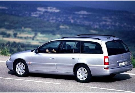 view of opel omega 5 view of opel omega caravan 2 5 td photos features