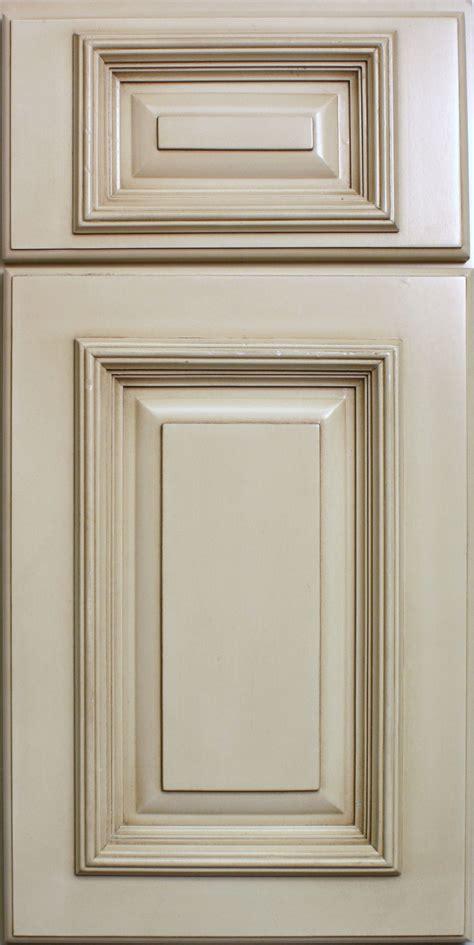 antique glaze kitchen cabinets antique white kitchen cabinets with chocolate glaze