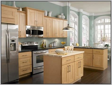 paint colors for kitchens maple cabinets best 25 maple kitchen cabinets ideas on