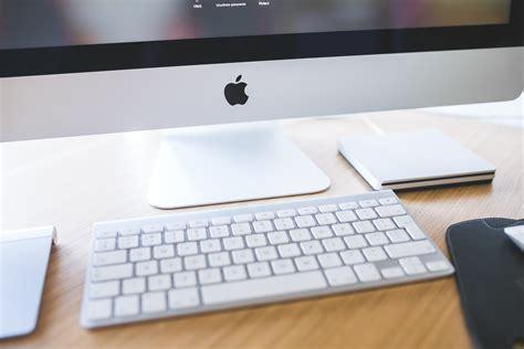 mac computer desk apple imac closeup of white keyboard 183 free stock photo