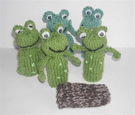 frog knitting pattern free frog finger puppet knitting pattern by hennie knitting