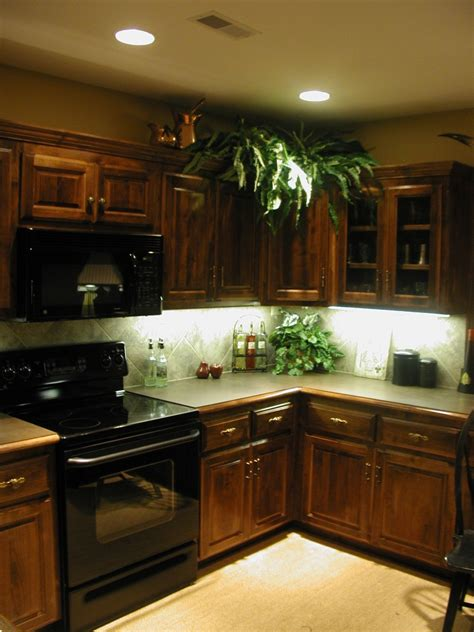 kitchen cabinet light kitchen cabinets lighting ideas quicua