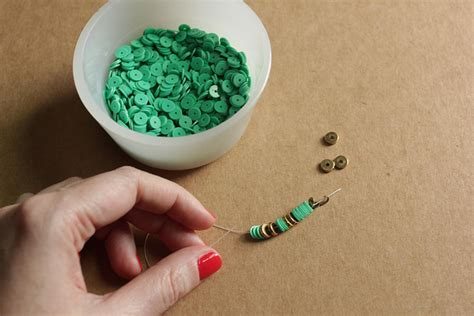 how to make beaded necklace with thread diy how to make a beaded necklace with vinyl