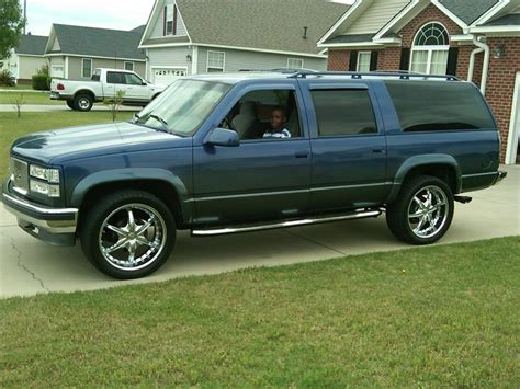 hayes car manuals 1996 chevrolet suburban 1500 interior lighting 1996 gmc sierra 1500 4x4 service manual 1996 gmc suburban 1500 how to replace tail light assembly removing 1996 gmc