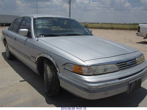 vehicle repair manual 1993 ford crown victoria spare parts catalogs service manual how to unplug 1993 ford ltd crown victoria electrical plug service manual how