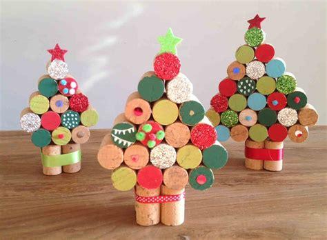 adornos arbol de navidad manualidades 193 rbol con tapones de corcho manualidades para ni 241 os