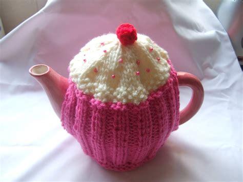 knitting patterns for tea cosies free cupcake tea cosy knitting pattern