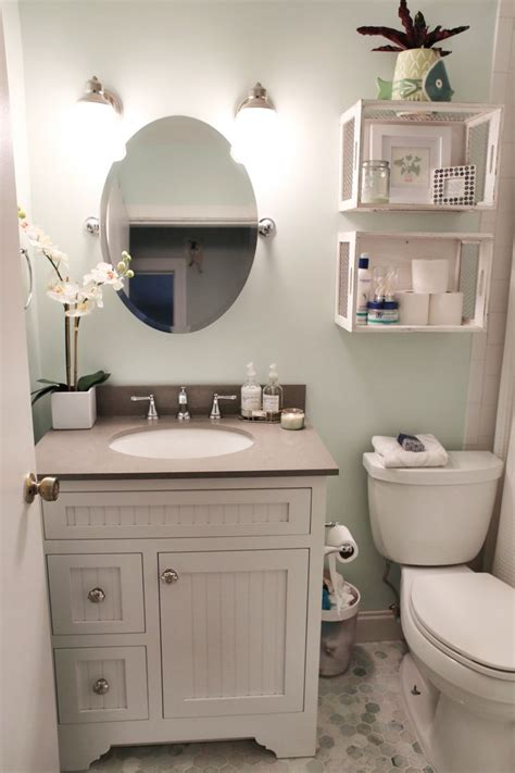 small restroom ideas 25 best ideas about small bathroom decorating on