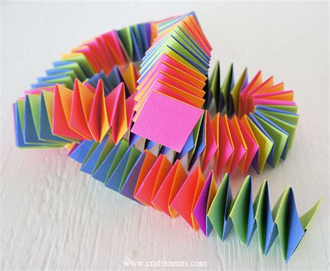 folding paper crafts craftiments accordion fold paper garland tutorial