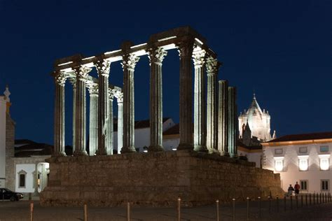 file evora roman temple by night jpg wikimedia commons