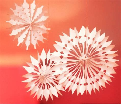 paper snowflake decorations diy paper snowflake decorations allfreechristmascrafts